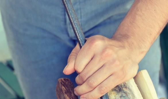 Klompenmaken - Uithalen hout - vormgeven klomp