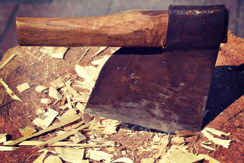Klompen maken - kapblok - kapmes - hout